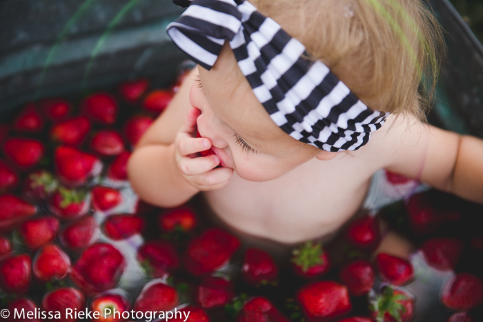 Lightroom Preset Review Pretty Presets Strawberry One Year Bubble Bath Summer Time Mini Session Kansas City Photographer
